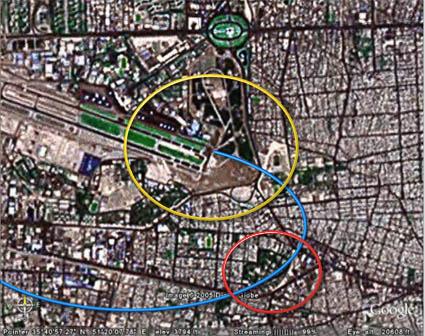 حلقهزرد: ابتدای باندهای فرودگاه مهرآباد - حلقهی قرمز: شهرک توحید (منازل مسکونی نیروی هوایی) - مسیر آبی: مسیر فرضی حرکت هواپیما برای فرود اضطراری